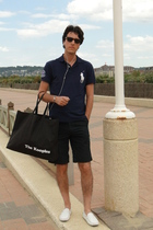 Tods shoes - The Kooples shorts - Ralph Lauren top - Ray Ban glasses