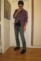 Ugg boots - Zara t-shirt - Levis jeans - Secondhand shirt - Ray Ban glasses