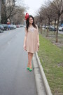 Theitemco-dress-fandacsia-hat-zara-pumps