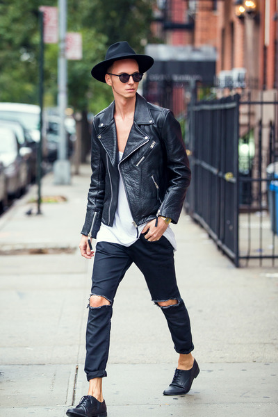 black derby shoes shoes - black ripped jeans vintage jeans