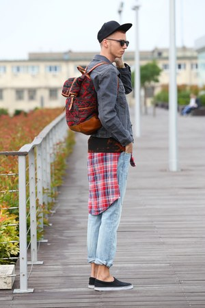 ruby red bag - blue pull&bear jeans - heather gray Levis jacket
