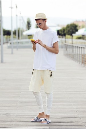 white nike shoes - white guylook shorts - white vintage t-shirt
