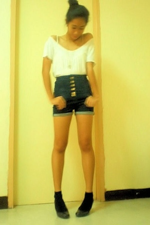 Bayo blouse - Topshop shorts - shoes - Keds shoes