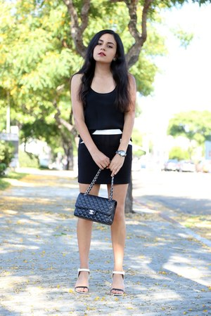 Chanel bag - Forever 21 skirt - Giorgio Armani top - Chanel sandals