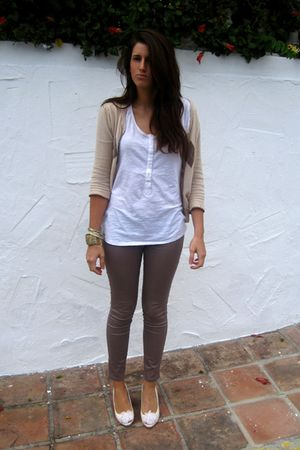 brown Bershka leggings - white Zara shirt - white Zara shoes - beige Stradivariu