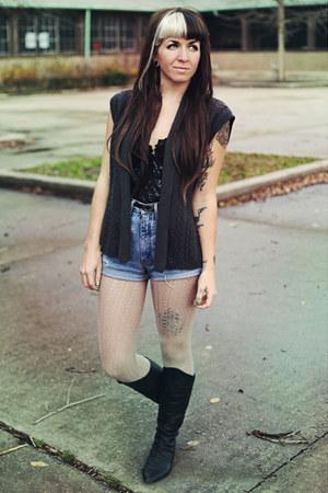 light blue denim Guess shorts - black leather vintage boots