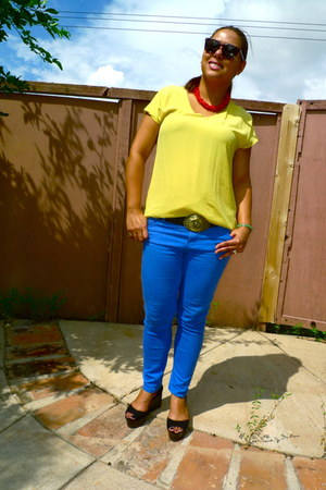 yellow blouse - blue jeans