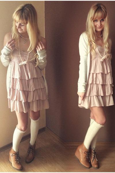 Cream Bershka Sweaters Mustard Ryłko Boots Light Pink Hm Dresses