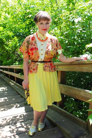 carrot orange mexican leather vintage bag - bubble gum Samantha Pleet blouse