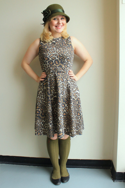 olive green cloche vintage hat - tan leopard print Zara dress