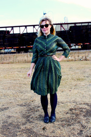 green cotton vintage dress - light brown Karen Walker sunglasses