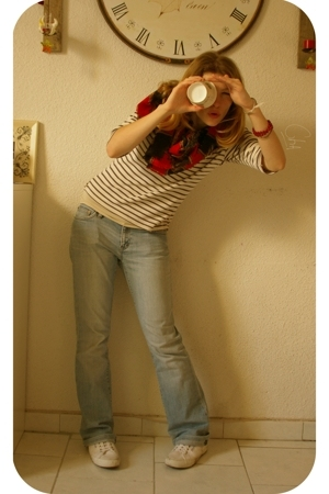 La Redoute Essentials top - Agora Paris scarf - Ralph Lauren jeans - Serago Dock