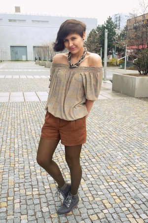 tawny Promod shorts - tan unknown brand top - black infinite necklace