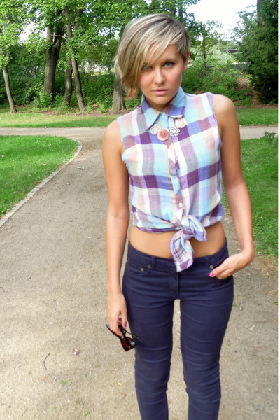 bubble gum Gate shirt - navy H&M pants - light pink Accessorize necklace