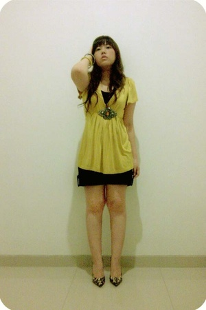 arithalia blouse - unknown top - NyLa shorts - Guess shoes - H2O clothing bracel