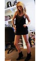 black Henri Girl top - black H&M skirt - black boots - black Forever 21 belt