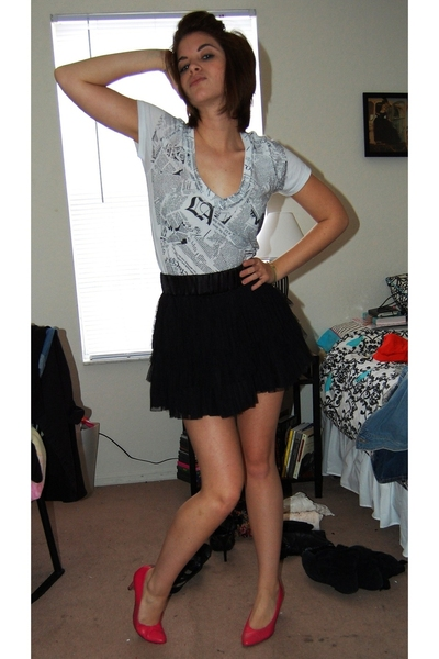 forever 21 t-shirt - H&M skirt - shoes