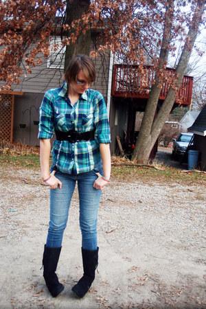 black Sketchers boots - blue skinny jeans - teal Old Navy shirt - black belt