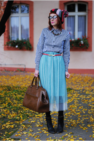 tawny Secondhand bag - red belt - sky blue skirt