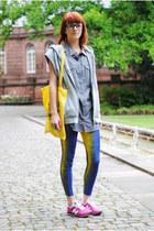 blue Secondhand leggings - off white H&M blouse