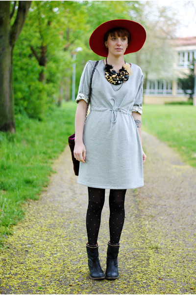 red hat - heather gray dress