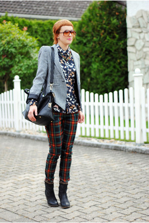 navy boots - tawny sunglasses - forest green pants
