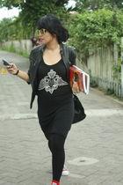 black Queen jacket - black my mom Bag bag - black Ray Ban sunglasses - red Conve
