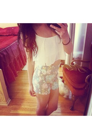 Agaci shorts - ivory cropped flowy Agaci blouse