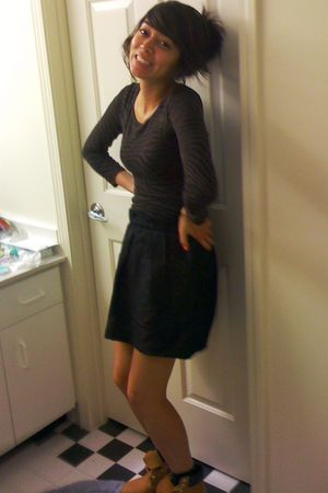 brown Express top - black JCrew skirt - brown Timberland boots - pink Essix acce