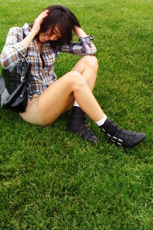brown hollister top - brown JCrew shorts - black crown vintage boots - black coa
