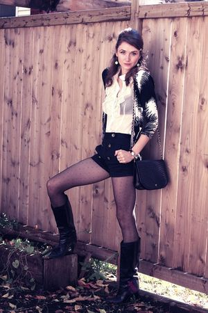 black vintage boots - black Valentino purse - black wilfred shorts