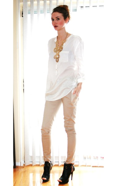 black Spring shoes - white H&amp;M top - beige Talulah pants - gold vintage necklace