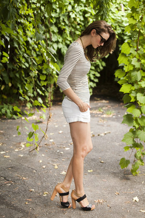 mustard Nine West shoes - white Club Monaco shorts