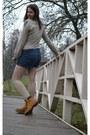 Mustard-timberland-boots-tan-stradivarius-shirt-teal-pull-bear-shorts