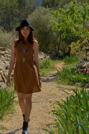 black leather vintage boots - army green Pull & Bear dress