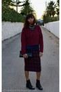 Black-vintage-boots-brick-red-crop-top-zara-sweater