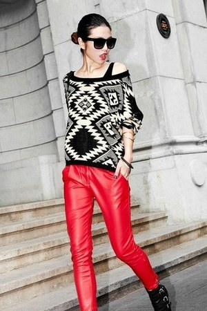 black geometrical thrifted vintage sweater - red red shiny Moschino pants