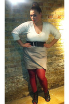 brick red vera wang tights - eggshell Studio Y sweater - tan vera wang skirt