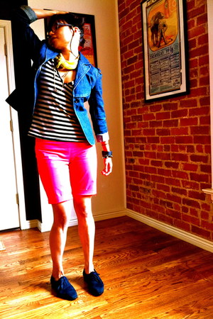navy shoes - navy blazer - mustard scarf - hot pink shorts - white top