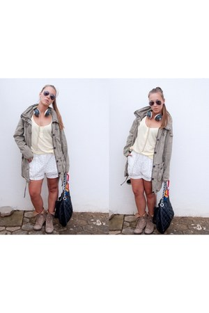 H&M shorts - Zara boots - Parfois bag - Ray Ban sunglasses - H&M top