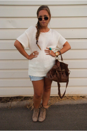 Zara boots - Primark bag - H&M shorts - H&M blouse - casio watch