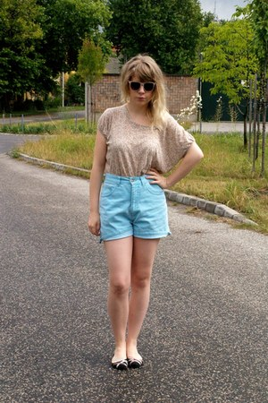 sky blue vintage shorts - neutral Zara t-shirt
