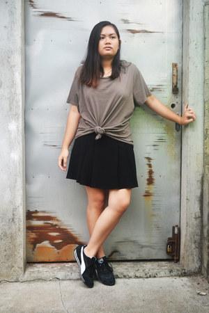 black Papaya Weekend skirt - black Puma sneakers