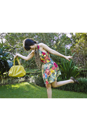 floral print Farm dress - Valeria Pessoa shoes - leather Couthe bag