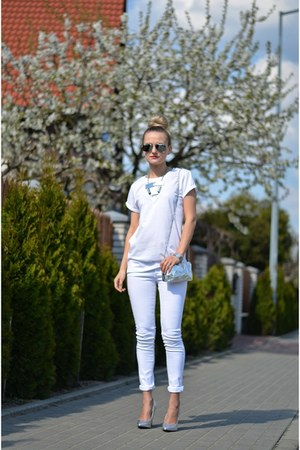 silver holographic DIY bag - white skinny c&a jeans - silver H&M necklace