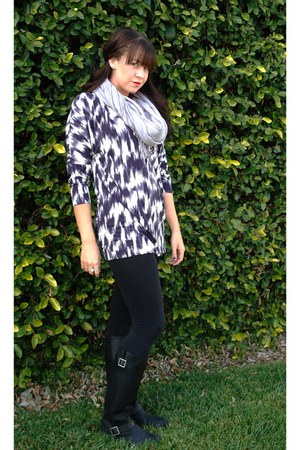 target black boots - forever21 black leggings - grey scarf - juicy couture print