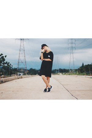 black bucket hat Locale Jakarta hat - black long top Black Book Jakarta top