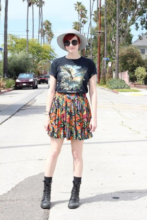 black thrifted t-shirt - black altama boots - white thrifted vintage hat