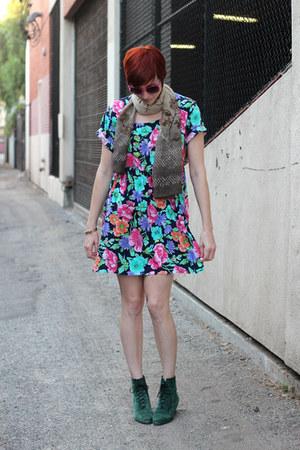 bubble gum vintage dress - dark green thrifted vintage boots