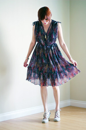 magenta vintage dress - off white Payless heels